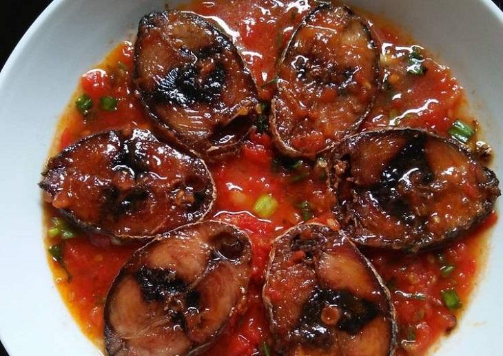 Cá ngừ kho cà chua 6