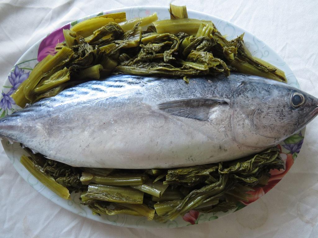 Cá ngừ kho dưa cải 1