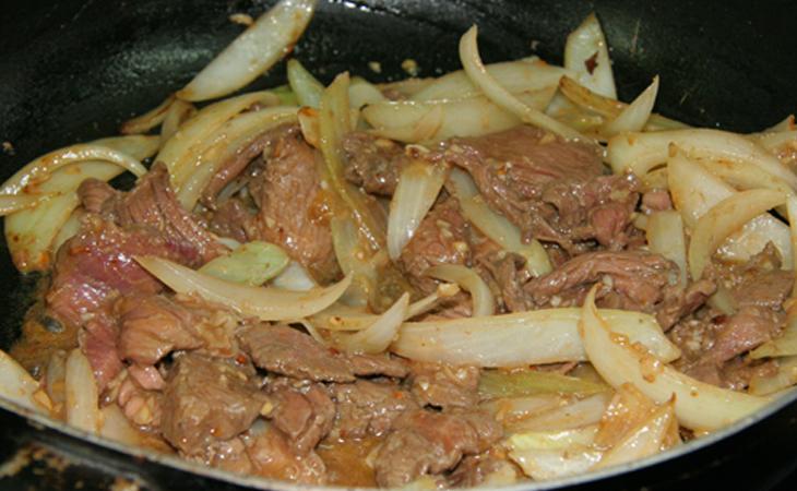 cách làm bún xào thịt sả ớt 3