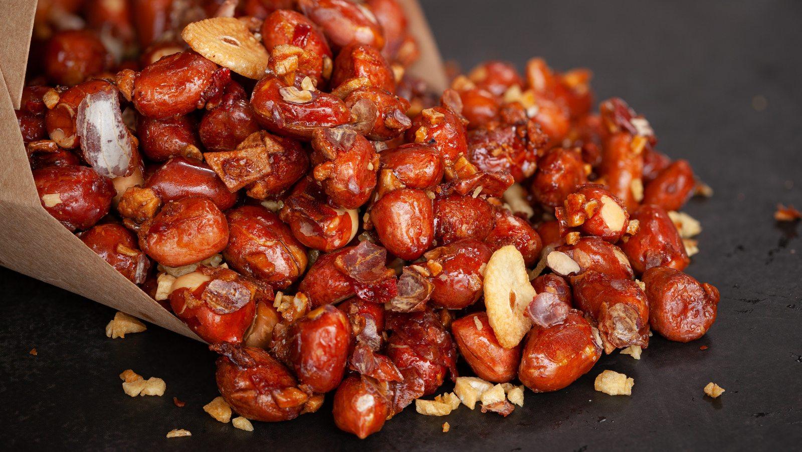 Cách làm đậu phộng rang tỏi ớt 6