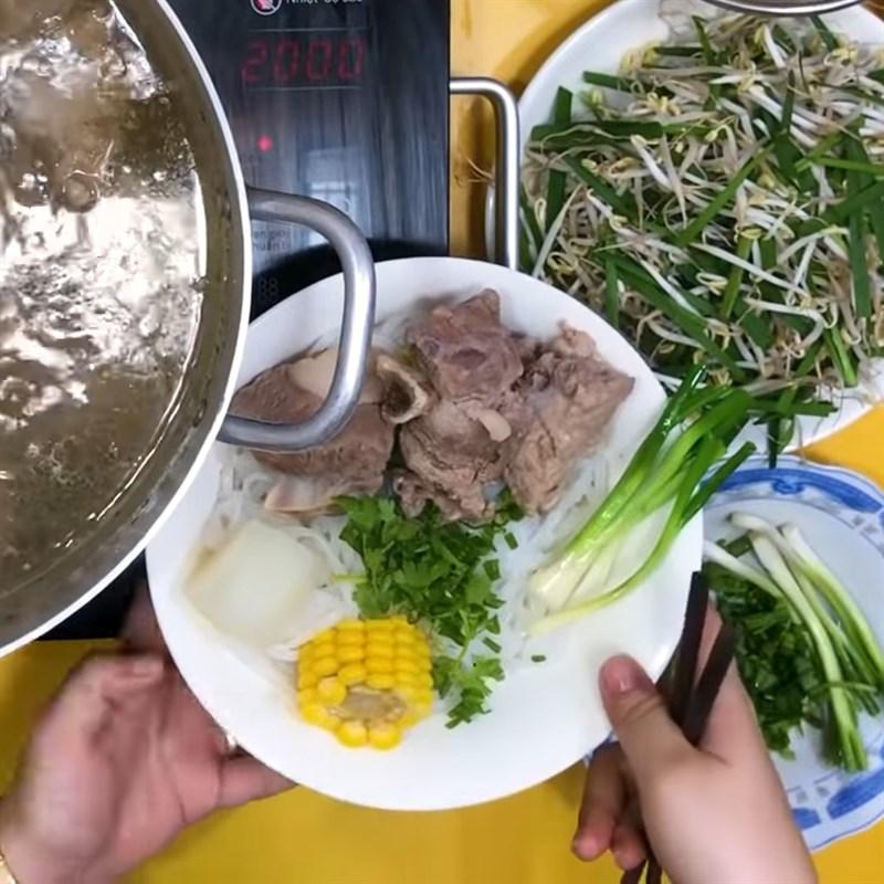 Cách nấu hủ tiếu xương 8