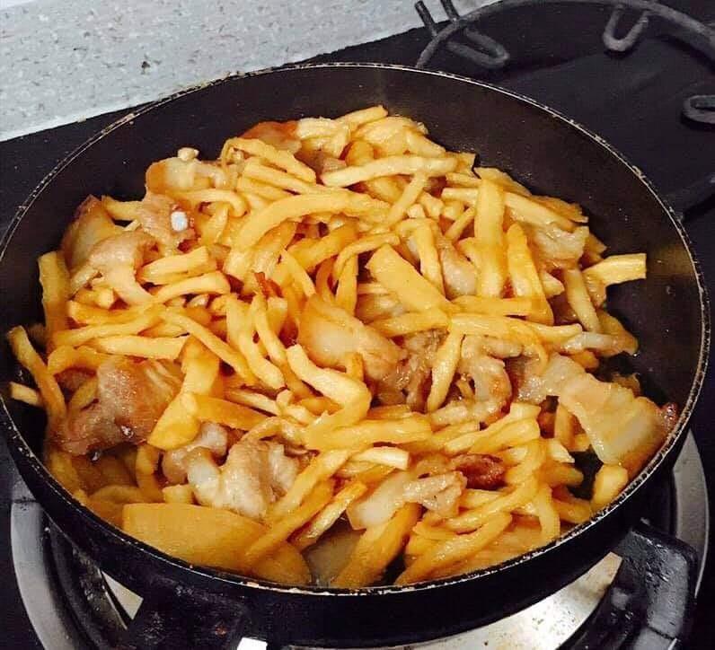 củ cải khô xào thịt