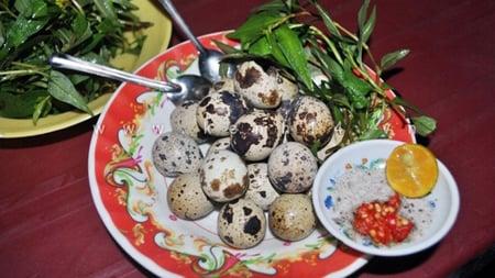 Luộc trứng cút lộn 2