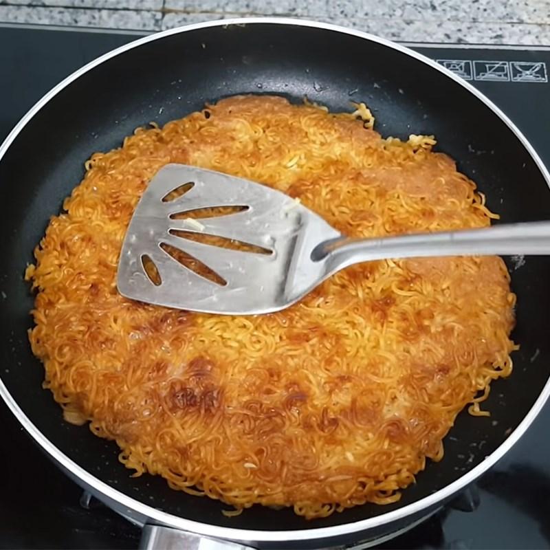 Trứng chiên mì tôm 8