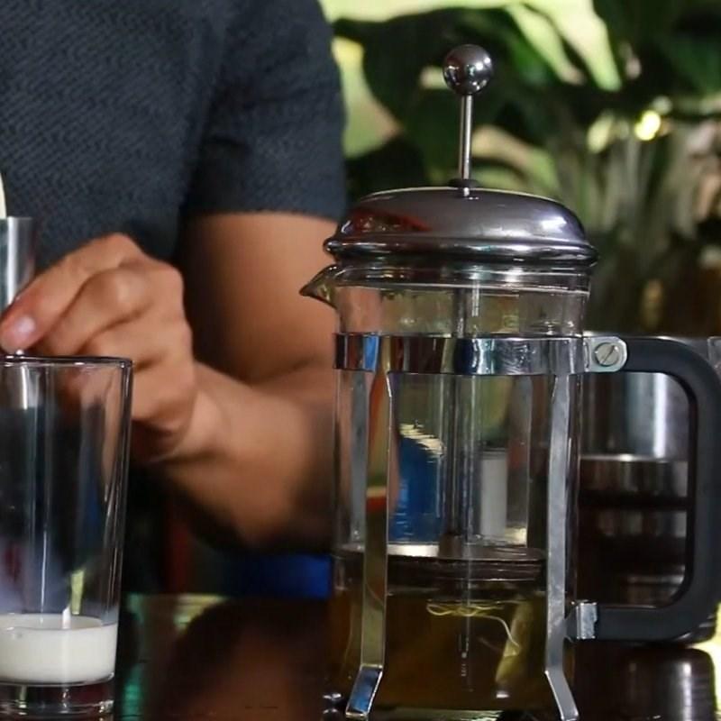Cách làm trà sữa bạc hà 3
