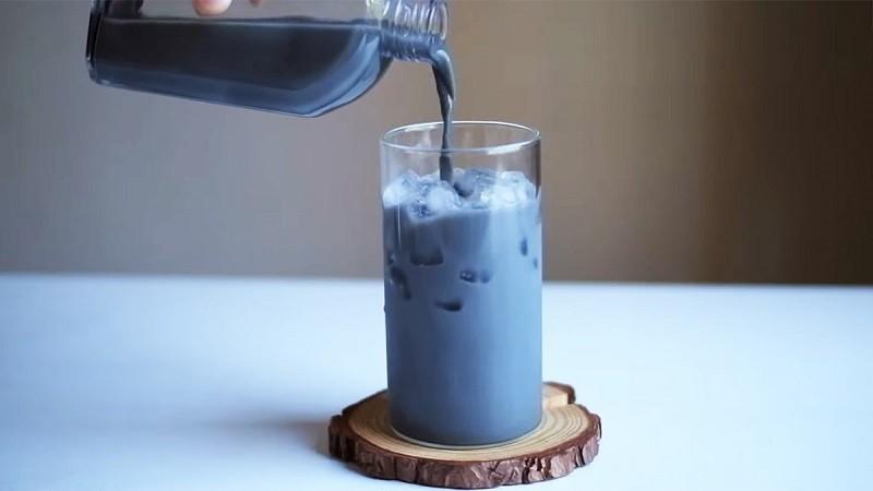 Cách làm trà sữa than tre 1