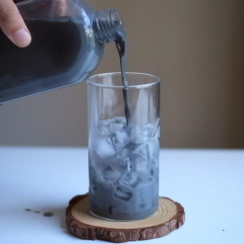 Cách làm trà sữa than tre 7