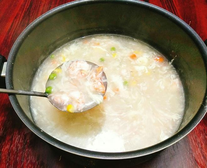 cách nấu súp tôm ngô ngọt 6
