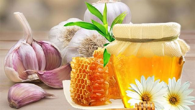 Tỏi ngâm mật ong 3